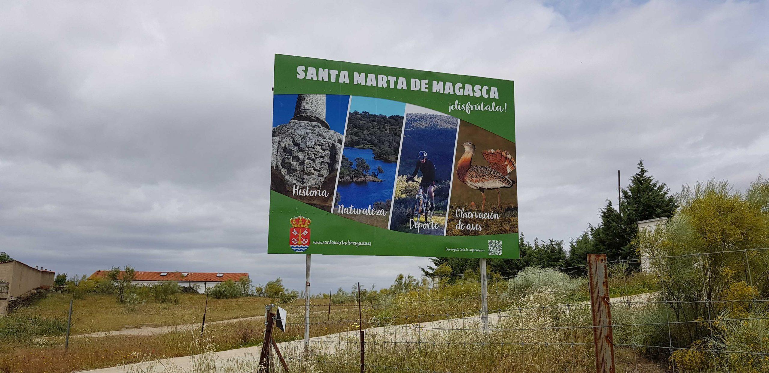 Cartel gran formato en Santa Marta de Magasca